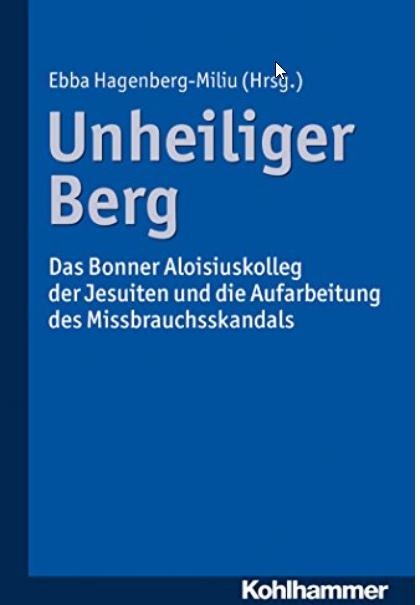 """Das Aloisiuskolleg (AKO), in Bonn als """"Heiliger Berg"""" bekannt, gilt als Eliteschule der Jesuiten. Seit es mit seiner Nachmittagseinrichtung AKO-PRO-Seminar Anfang 2010 vom Missbrauchsskandal erfasst wurde, läuft die schmerzliche Aufklärung von zahllosen Fällen aus 60 Jahren. Das vorliegende Buch zieht eine erste Bilanz. Die sexuelle Gewalt und das System von Machtmissbrauch und Manipulation, das diese erst ermöglichte, werden hier erstmals aus allen Perspektiven analysiert: von den Betroffenen und Angehörigen, dem Kolleg und Internat, von Vertretern des Ordens, von Stadt, Lokalpolitik, Justiz und Opferschutz. Dabei wird Brisantes wie neue Funde von Nacktfotos und Selbstmordfälle von Schülern erstmals öffentlich. Aber es werden auch Perspektiven formuliert. Formen des Dialogs werden gesucht und in einem direkten Streitgespräch zwischen AKO und Betroffenen exemplarisch gefunden."""